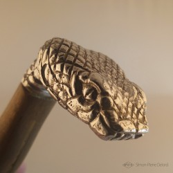 """Primordial Reptile"" Knife. View of the snakehead pommel in Argentium. Side view"
