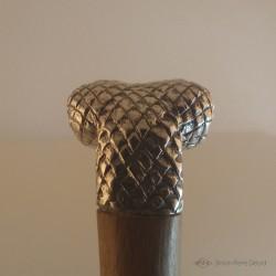 """""""Reptile Primordial"""" Couteau. Vue du Pommeau tête de serpent en Argentium. Vue arrière"""