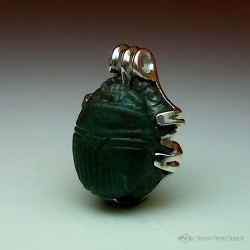 """Eternal Hope"", Pendant in Argentium and Aventurine, High Jewelry. Lapidary craftsman and glyptician."