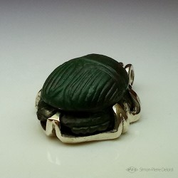 """""""Eternal Hope"""", Pendant in Argentium and Aventurine, High Jewelry. Lapidary craftsman and glyptician."""