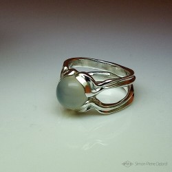 """Moon Pearl"", High Jewelry Ring, Moonstone, Lost wax technique"