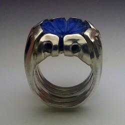 """""""Fleur de Paradis"""", Bague en Argentium et Lapis-lazuli, Haute Joaillerie. Vu de côté"""