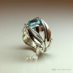 """""""Fleur de Vie"""", Bague d'Artisan d'Art Joailler, Topaze bleue. Cire perdue, Art de la taille directe"""