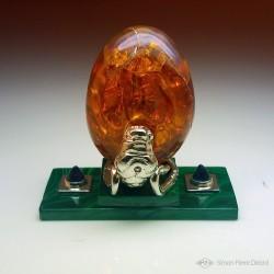 """""""Oeuf de dragon"""" Opale d'Ethiopie, malachite et améthyste. Structure en Argentium. Vue de face"""