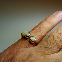"""""""Kindness"""", High Jewelry Ring, Opal from Australia, Lost wax technique. Arts and Crafts"""