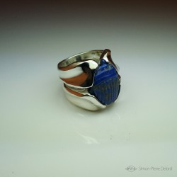 """""""Celestial Protection"""", High Jewelry Ring, Scarab carved in Lapis lazuli, Lost wax technique. Arts and Crafts"""