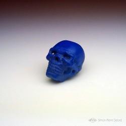 """""""Memento Mori"""" Crâne en Lapis Lazuli sculpté. Vue en perspective gauche"""