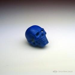 """""""Memento Mori"""" Crâne en Lapis Lazuli sculpté. Vue en perspective droite"""