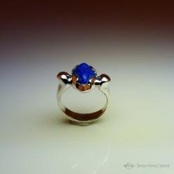 """""""Bastet"""", Bague d'Artisan d'Art Joaillier, Pupille en Lapis lazuli. Cire perdue, Art de la taille directe"""