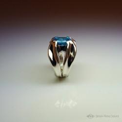 """""""Goutte de Vie"""", Bague d'Artisan d'Art Joaillier, Topaze bleue. Cire perdue, Art de la taille directe"""