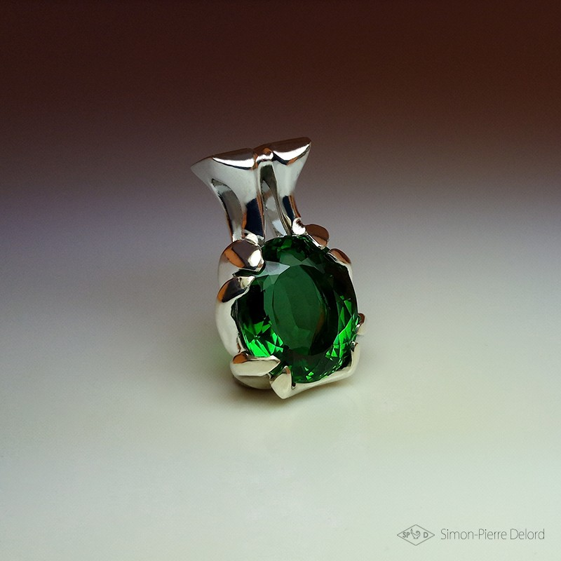 """Philtre of Hope"", Craftsman Art Jeweler Pendant, Green Quartz of 22 Carats. Lost wax, Direct carving art"