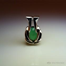 """""""Philtre d'Espérance"""", Pendentif d'Artisan d'Art Joaillier, Quartz vert de 22 Carats. Cire perdue, Art de la taille directe"""