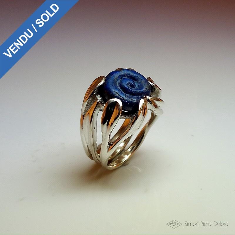 """""""L'Escargot Bleu"""", Bague d'Artisan d'Art Joaillier, Lapis lazuli. Cire perdue, Art de la taille directe"""