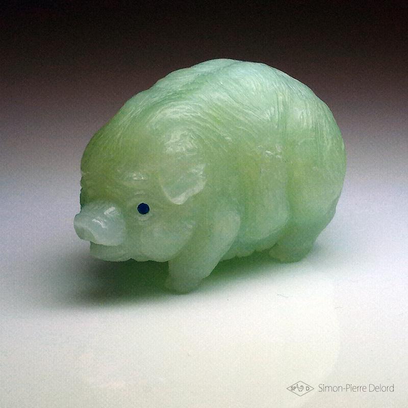 Artisan d'Art, Glypticien : Cochon miniature sculpté en Jade